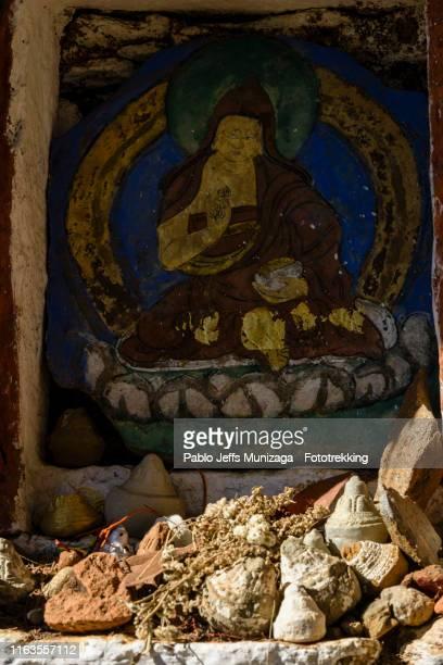 representación de gurú padmasambahva - paro stock pictures, royalty-free photos & images
