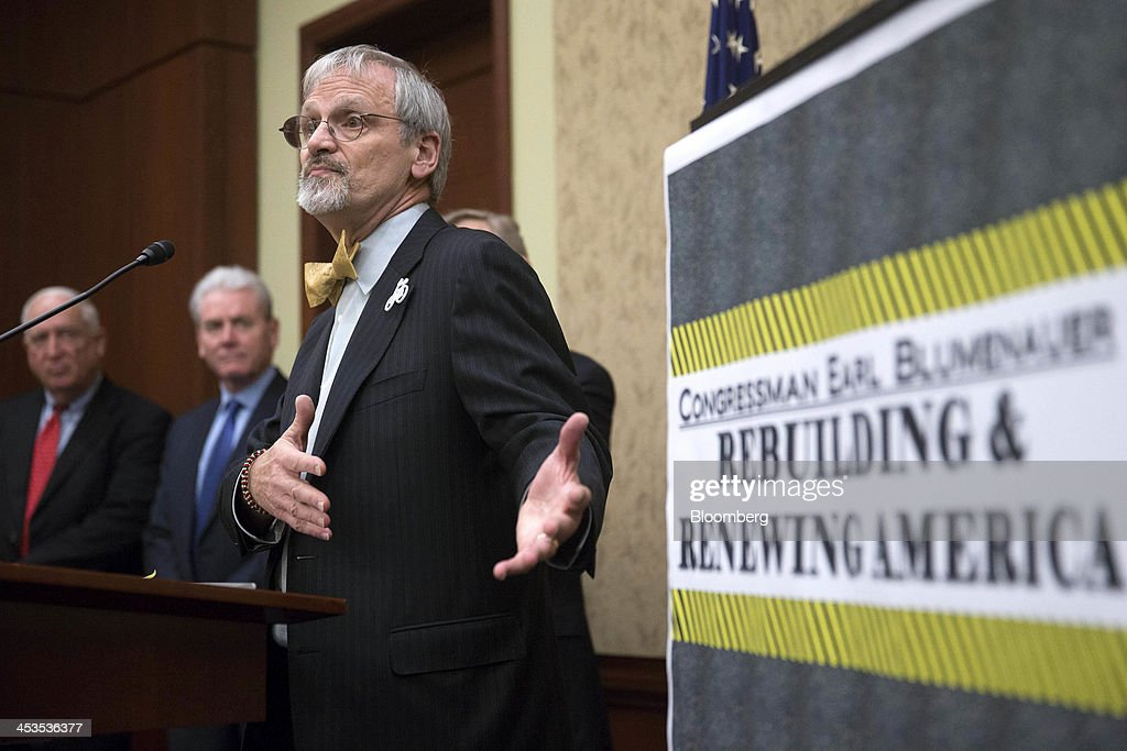 Rep. Earl Blumenauer News Conference On Gas And Diesel Tax Bill : Nachrichtenfoto