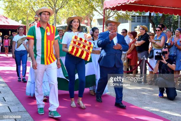 L´HOSPITALET CATALONIA SPAIN Representatives of the association of Bolivian citizens in Hospitalet seen making a floral offering to the monument of...