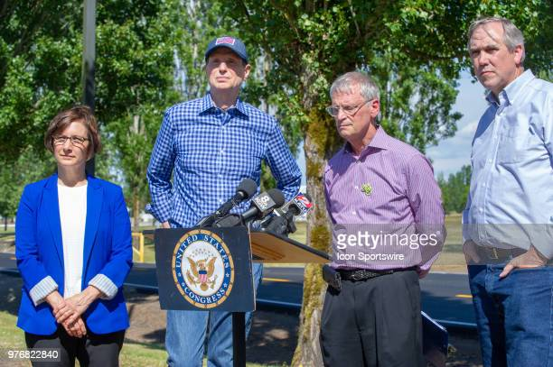 US representatives Suzanne Bonamici Earl Blumenauer and US Senators Jeff Merkley and Ron Wyden answer questions at a joint press conference...
