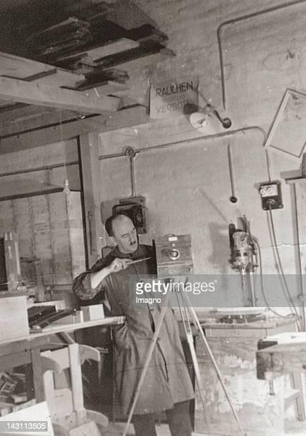 Reprofirm Krampolek Viktorgasse 14 Mending of a Reprocamera Photograph around 1920