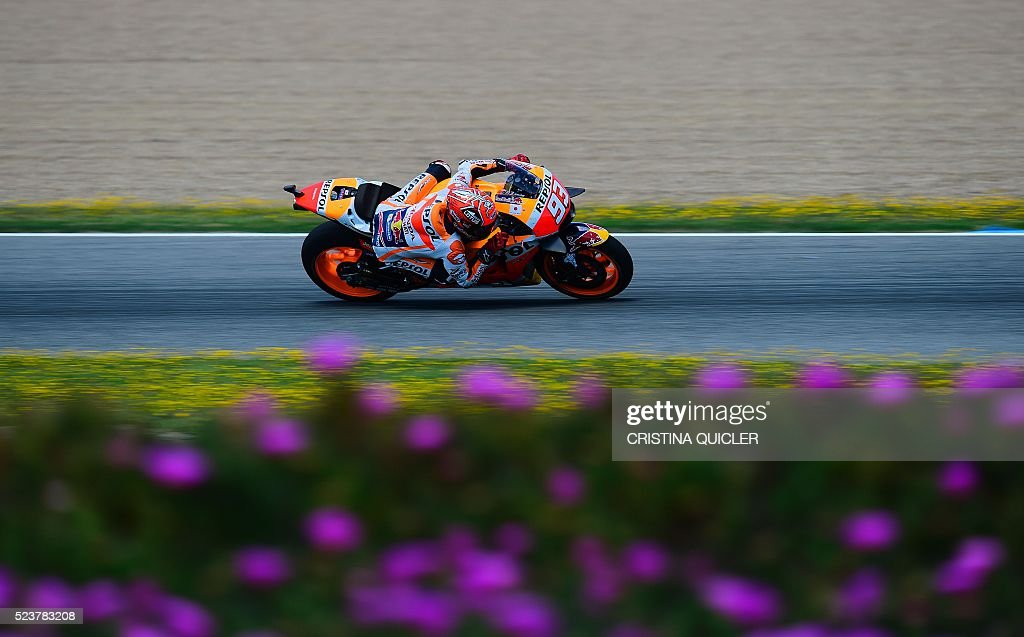 Repsol Honda Team's Spanish rider Marc Marquez competes during the MotoGP race of the Spanish Moto Grand Prix at the Jerez racetrack in Jerez de la Frontera on April 24, 2016. / AFP / CRISTINA