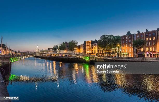 republic of ireland , dublin, liffey bridge, bridge for pedestrians in wrought iron (1816) leading to the temple bar district - dublin republic of ireland stock pictures, royalty-free photos & images