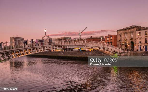 republic of ireland, dublin, liffey bridge, wrought iron bridge for pedestrians (1816) leading to  the temple bar district - dublin republic of ireland stock pictures, royalty-free photos & images