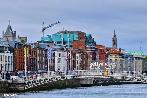 republic of ireland; dublin, liffey or ha'penny bridge - leinster province stock pictures, royalty-free photos & images
