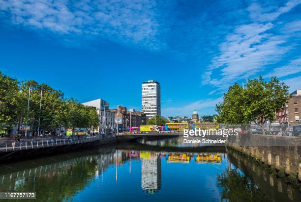 republic of ireland, dublin, liffey river - dublin republic of ireland stock pictures, royalty-free photos & images
