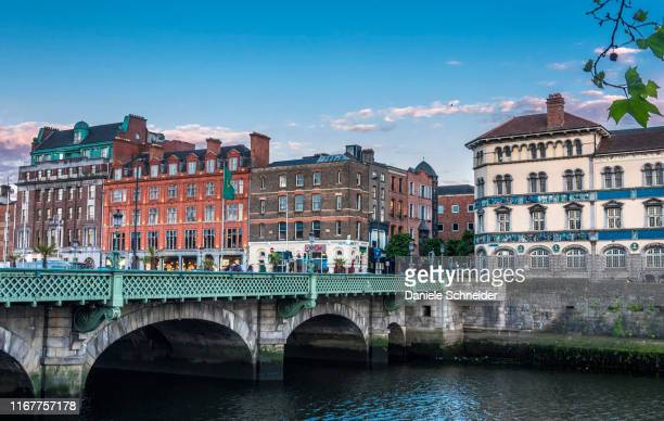 republic of ireland, dublin, quays of the liffey river - dublin republic of ireland stock pictures, royalty-free photos & images