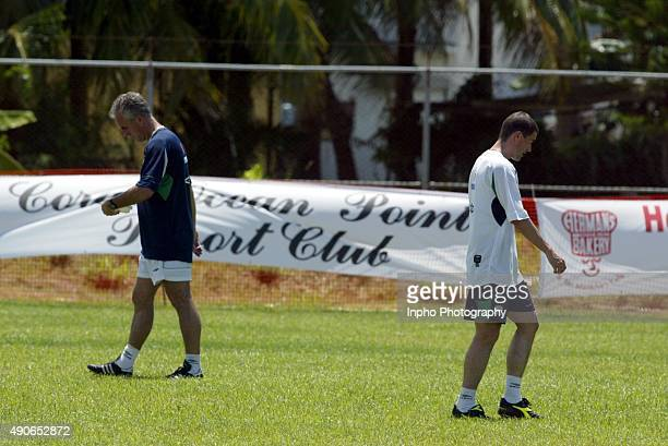 Republic of Ireland manager Mick McCarthy and Roy Keane at training just before the withdrawal Mandatory Credit ©INPHO/Andrew Paton