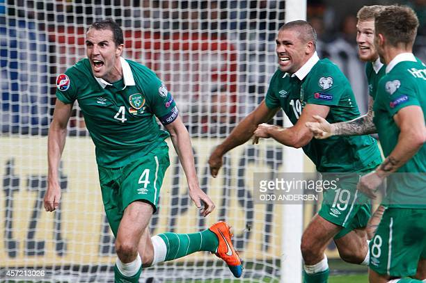 Republic of Ireland's defender John O'Shea celebrates scoring the last minute equalizer with his teammates during the UEFA Euro 2016 Group D...