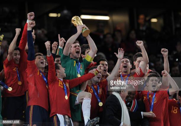 Republic of South Africa Gauteng / Transvaal Johannesburg 2010 FIFA World Cup South Africa final Netherlands v Spain 01 aet Spain team celebrating...