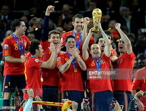 Republic of South Africa Gauteng / Transvaal Johannesburg FIFA World Cup South Africa final Netherlands v Spain 01 aet Spain team celebrating after...