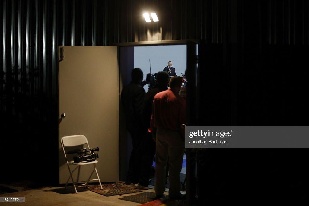 Embattled GOP Senate Candidate Judge Roy Moore Attends Church Revival Service At Baptist Church In Jackson, Alabama : ニュース写真