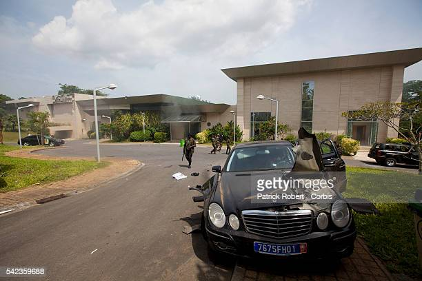 Republican Forces loyal to elected President Alassane Ouattara loot the residence of Laurent Gbagbo arrested earlier on April 11