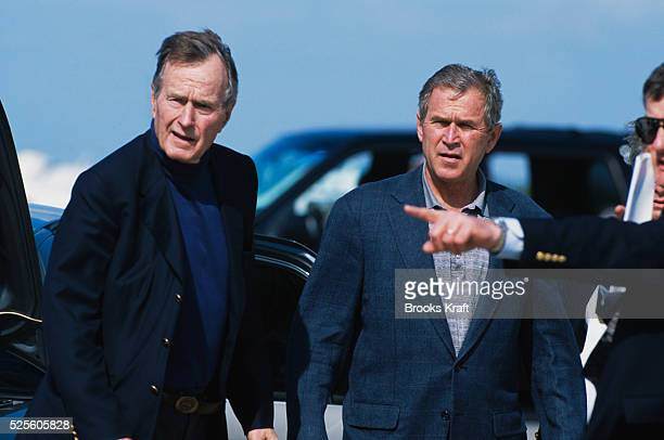 Republican Presidentelect George W Bush relaxes with his father former president George Bush Sr along with other family members after the Christmas...