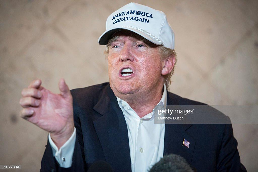 Presidential Candidate Donald Trump Tours U.S. Border In Texas : Nachrichtenfoto