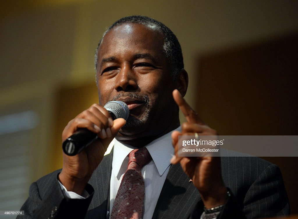 Ben Carson Holds Town Hall Meeting In New Hampshire : News Photo