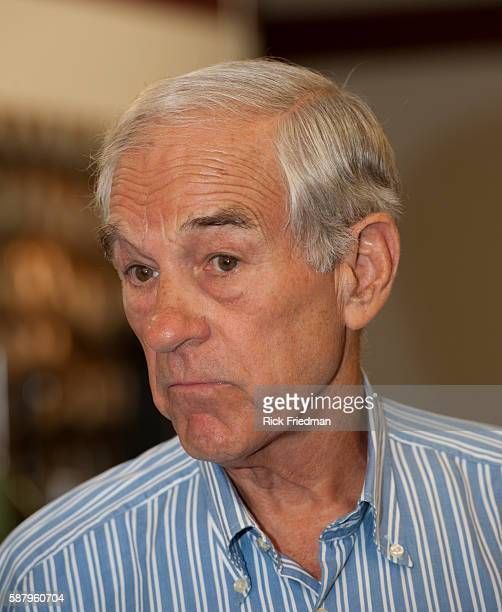Republican presidential candidate Congressman Ron Paul campaigning at Mitch Rosen Leather in Manchester, NH. Mitch Rosen Leather manufacturers gun...