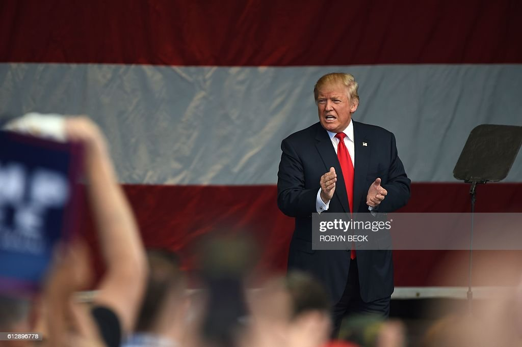 Republican presidential candidate Donald Trump holds a campaign rally at the Henderson Pavilion, October 5, 2016 in Henderson, Nevada. / AFP / Robyn Beck