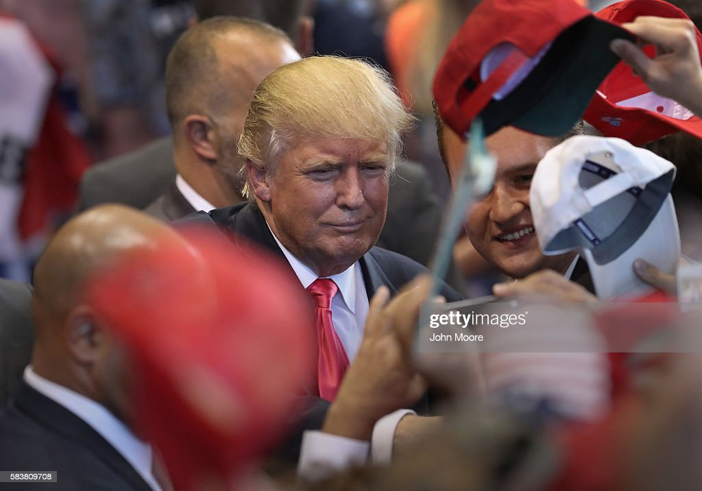 Donald Trump And Mike Pence Hold Town Hall In Scranton, PA : ニュース写真