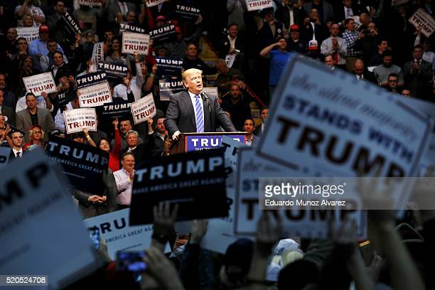 Republican presidential candidate Donald Trump speaks at a campaign rally on April 11 2016 in Albany New York The New York Democratic primary is...