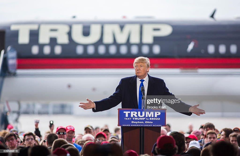 Republican Presidential Candidate Donald Trump Campaigns in Ohio : News Photo