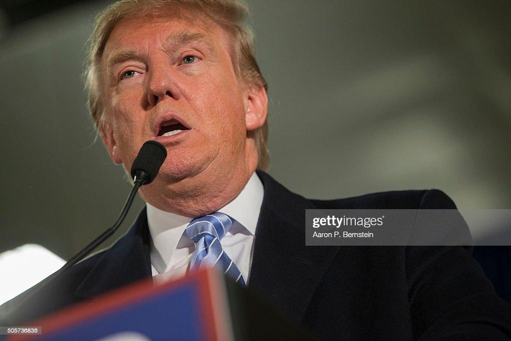 Donald Trump Makes Campaign Swing Through Iowa : ニュース写真