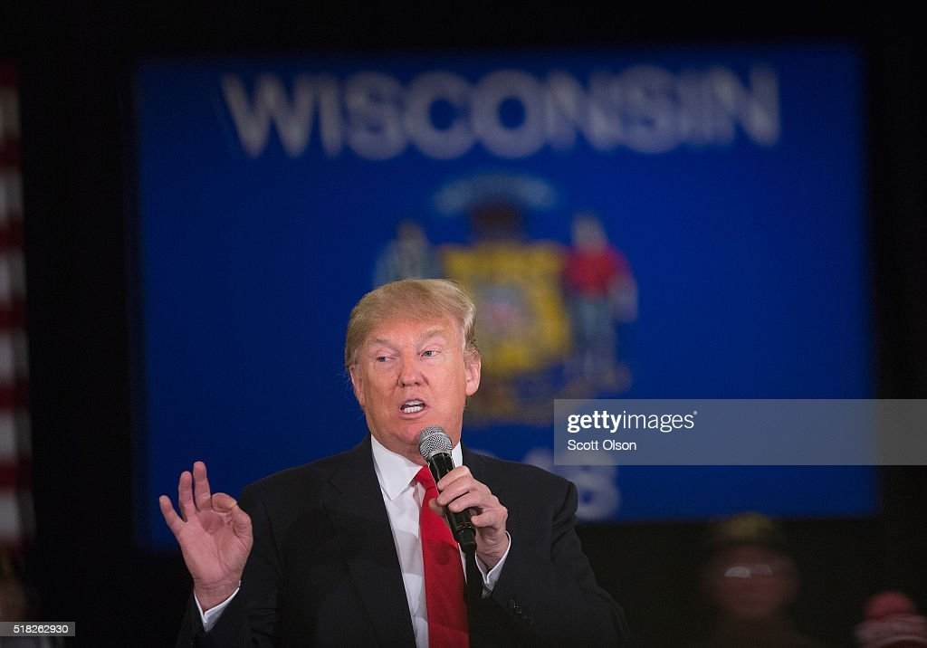 GOP Presidential Candidate Donald Trump Campaigns Near Green Bay, Wisconsin : News Photo