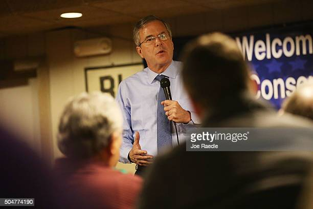 Republican presidential candidate former Florida Governor Jeb Bush speaks to people during a campaign event at the Westside Conservatives Club...