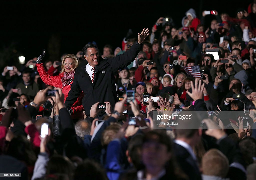 Mitt Romney Campaigns In Wisconsin And Ohio : News Photo