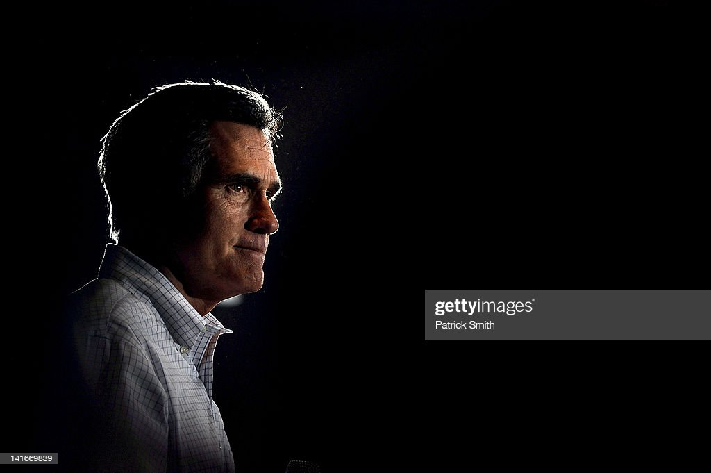 GOP Candidate Mitt Romney Campaigns In Arbutus, Maryland : News Photo