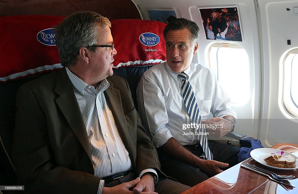 Mitt Romney Campaigns Throughout Florida : News Photo