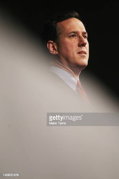 Republican presidential candidate former US Sen Rick Santorum speaks at the LincolnReagan Day Dinner at Bowling Green State University during a...