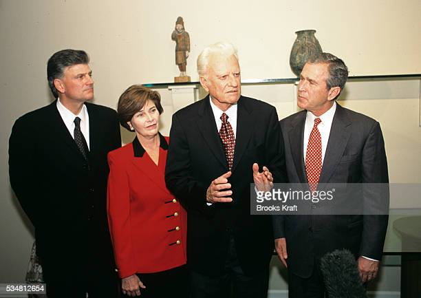 Republican presidential candidate George W Bush with the Reverend Billy Graham and his Franklin at their North Carolina home | Location Montreat NC