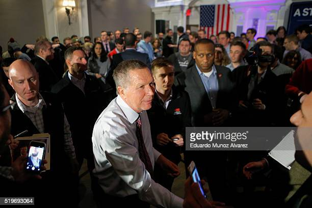 Republican presidential candidate Governor John Kasich shakes hands with guests at the end of his a rally on April 7 2016 in New York City Kasich...