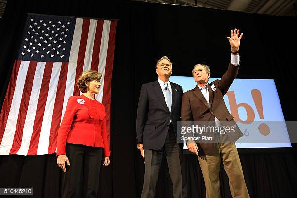 Republican presidential candidate Jeb Bush stands with his brother former President George W Bush and former First Lady Laura Bush at a campaign...