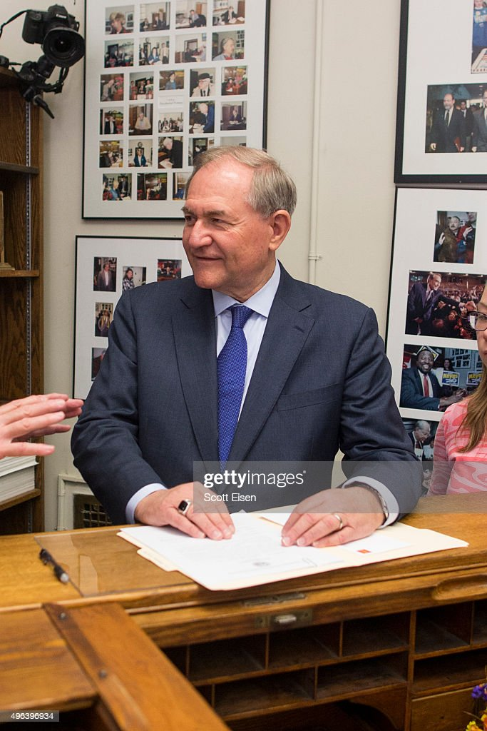 Republican presidential candidate Jim Gilmore files paperwork for the New Hampshire primary at the State House on November 9, 2015 in Concord, New Hampshire. Each candidate must file paperwork to be on the New Hampshire primary ballot, which will be held February 9, 2016.