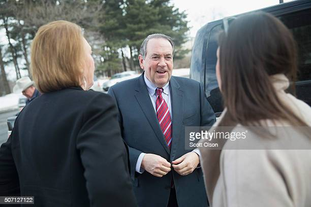 Republican presidential candidate Mike Huckabee is greeted by his wife Janet and daughter Sarah as he arrives for a campaign stop at Jeff's Pizza on...