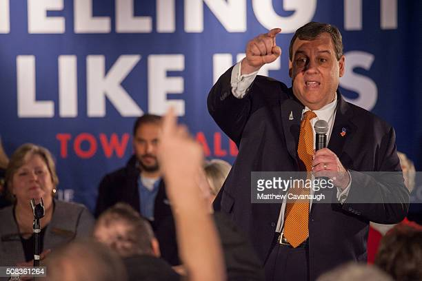 Republican presidential candidate New Jersey Governor Chris Christie takes a question at the Keene Elks Lodge on February 4 2016 in Keene New...