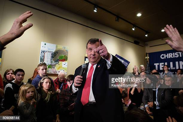 Republican Presidential candidate New Jersey Governor Chris Christie speaks at a town hall meeting with Maryland Gov Larry Hogan at BeanTowne Coffee...