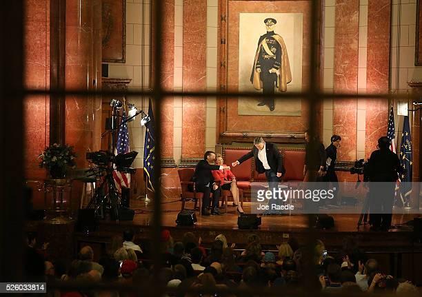 Republican presidential candidate Sen Ted Cruz and his Vice Presidential candidate former HewlettPackard chief executive Carly Fiorina participate in...