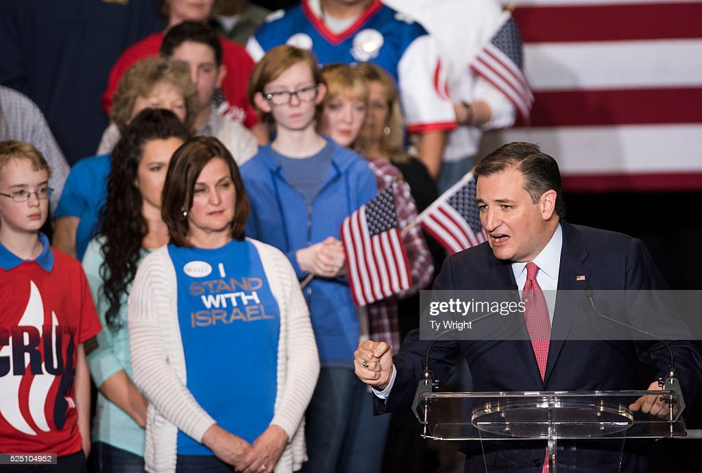 GOP Presidential Candidate Ted Cruz Announces Carly Fiorina As Running Mate : News Photo