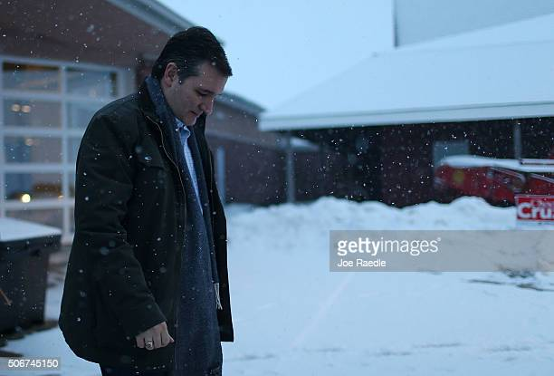 Republican presidential candidate Sen Ted Cruz walks to his vehicle after a campaign event at the Heartland Acres Agribition Center on January 25...