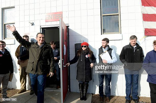 Republican Presidential Candidate Ted Cruz prepares to speak at a second amendment rally at the Granite State Indoor Range and Gun Shop January 12...