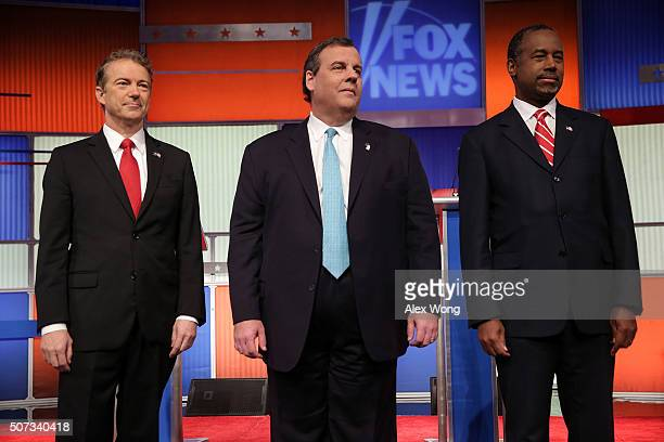Republican presidential candidates Ben Carson New Jersey Governor Chris Christie and Sen Rand Paul pose for photographers prior to the Fox News...