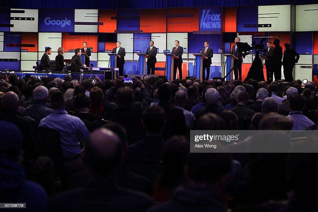 Republican Presidential Candidates Debate In Iowa Days Before State's Caucus : Nachrichtenfoto
