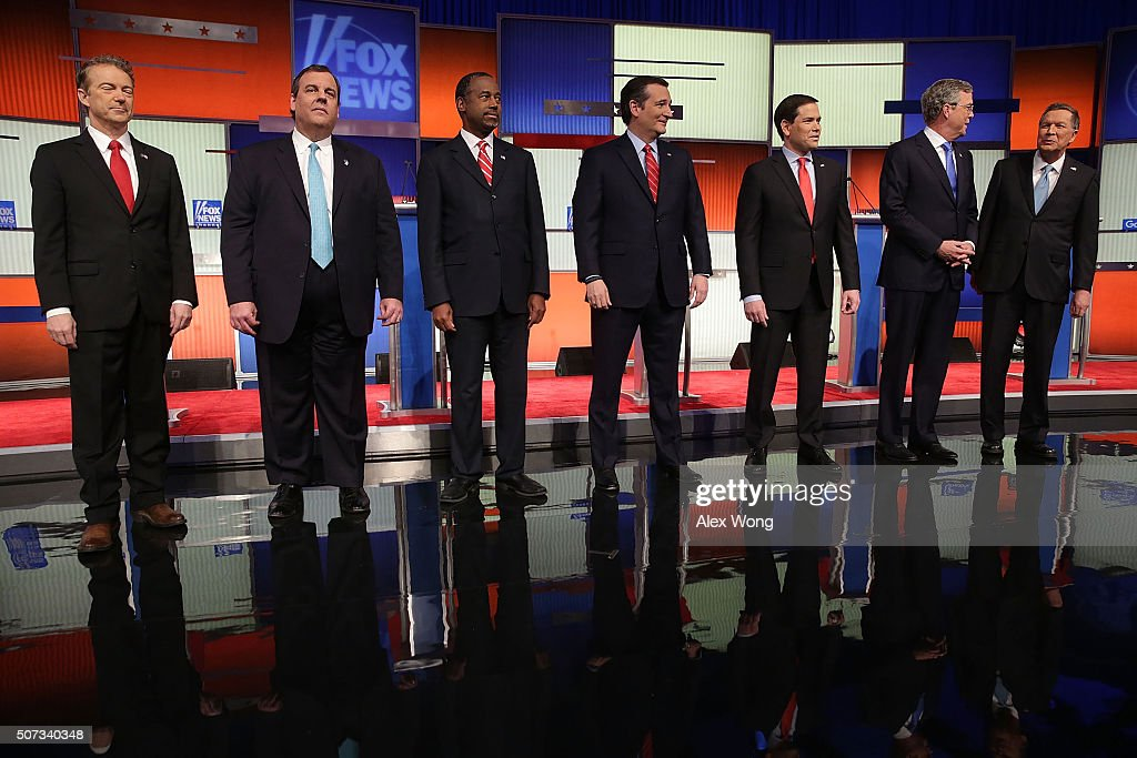 Republican presidential candidates (R-L) Ohio Governor John Kasich, Jeb Bush, Sen. Marco Rubio (R-FL), Sen. Ted Cruz (R-TX), Ben Carson, New Jersey Governor Chris Christie and Sen. Rand Paul (R-KY) pose for photographers prior to the Fox News - Google GOP Debate January 28, 2016 at the Iowa Events Center in Des Moines, Iowa. Residents of Iowa will vote for the Republican nominee at the caucuses on February 1. Donald Trump, who is leading most polls in the state, decided not to participate in the debate.