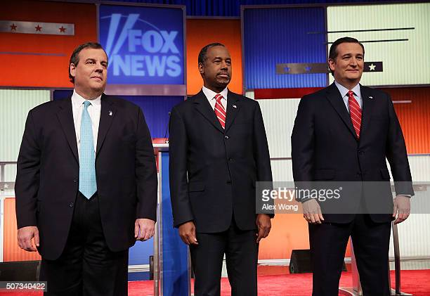 Republican presidential candidates Sen Ted Cruz Ben Carson and New Jersey Governor Chris Christie pose for photographers prior to the Fox News Google...
