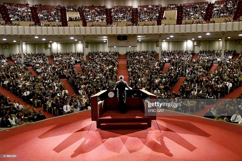 Republican presidential hopeful, Texas Governor Ge : News Photo