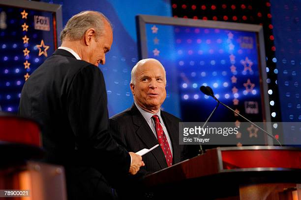 Republican presidential hopefuls former US Sen Fred Thompson and Sen John McCain interact following a televised debate at the Myrtle Beach Convention...
