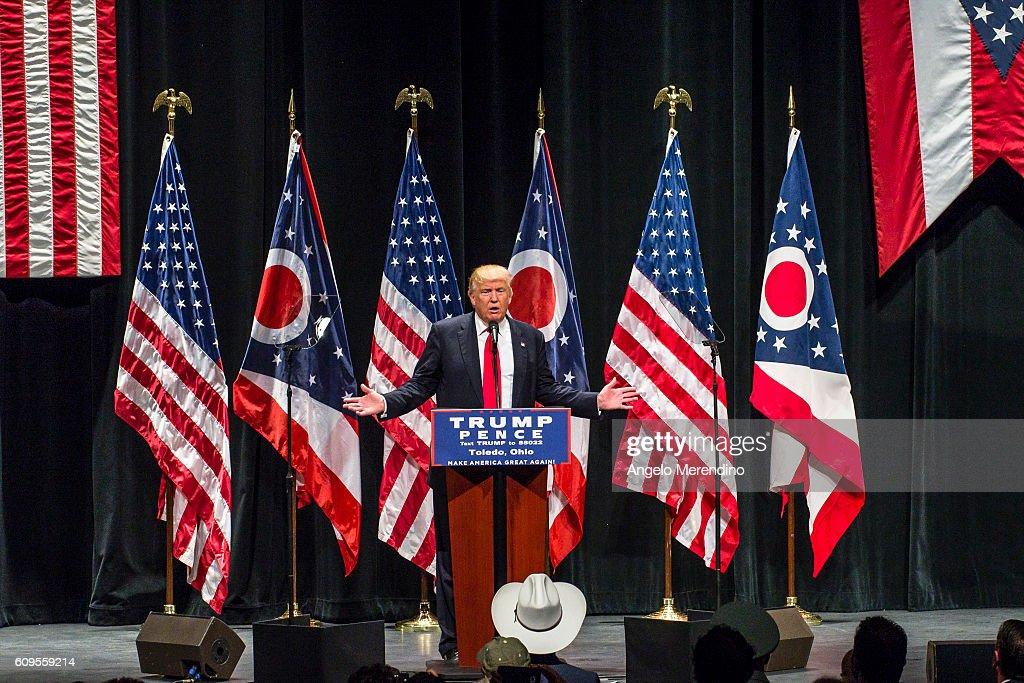 GOP Presidential Nominee Donald Trump Campaigns In Toledo, Ohio : News Photo